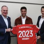 Gnabry posa tras su renovación / Bayern de Múnich