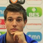Cedric Soares durante una rueda de prensa con el combinado portugués Sub 21