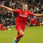 Haland celebrando un gol con el Salzburg. / lavanguardia.com