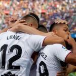 Cucho celebra un gol con el Huesca (EFE)