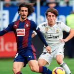 Cucurella en el partido ante el Madrid / Eibar