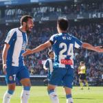 Borja Iglesias y Wu Lei celebran el gol del crack chino (RCD Espanyol)