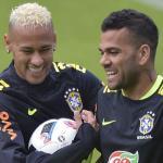 Dani Alves y Neymar. Foto: Express