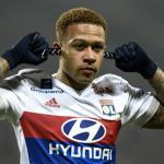 Depay celebra un gol con el Lyon / Youtube
