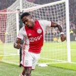 Promes celebrando un gol del Ajax. / es.besoccer.com