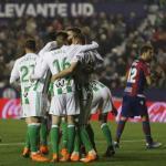 Los jugadores, celebrando un gol (Real Betis)