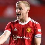 El Manchester United le niega la salida a Van de Beek, pero le hace una promesa / Standard.co.uk