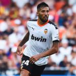 El Valencia todavía no descarta la renovación de Garay / deportevalencia.com