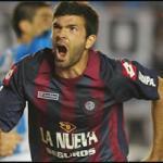 Emmanuel Gigliotti celebrando un gol con Colón