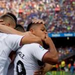 'Cucho' Hernández, a la derecha, celebra un gol con la SD Huesca / EFE.
