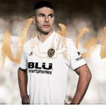 Facundo Roncaglia con la camiseta del Valencia. Foto: Valenciacf.com