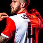 Senesi presentado con el Feyenoord / feyenoord.com