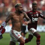 Gabigol celebrando su segundo gol en la final de la Libertadores. / a24.com