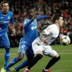 Maksimovic y Djené ante Santi Mina / Getafe CF