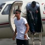 Hachim Mastour bajando de un avión privado. Foto: Cadenaser.com