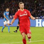 Haland celebrando un gol con el Salzburgo. / lapelotona.com