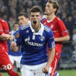 Huntelaar celebrando un gol con el Schalke 04