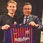Ivan Rakitic advierte a De Jong que su puesto está ocupado / FC Barcelona.