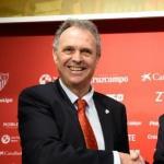 Joaquín Caparrós y José Castro, en el acto de presentación del primero / Sevillafc.es.