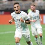 Lautaro en un partido con la selección. / clarin.com