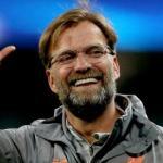 Jürgen Klopp saluda a la afición del Liverpool / Metro.