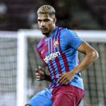 La fragilidad física de Araujo preocupa en el Barcelona / FCBarcelona.es