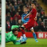 Momento del gol del Nápoles en Anfield. / elpais.com