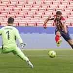 Los errores defensivos del Real Madrid en el gol de Luis Suárez