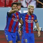 Luis Suárez celebrando un gol con Leo Messi. Foto: FCBarcelona.es