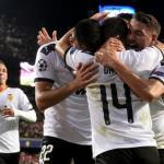 Los jugadores del Valencia celebran un gol al Lille. / okdiario.com