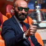 Ramón Rodríguez Verdejo 'Monchi', en el banquillo del Estadio Olímpico de Roma. Foto: ElPais.com