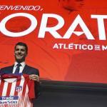 Álvaro Morata luce su nueva camiseta / Atlético