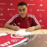 Nuevo lateral diestro en la agenda del Barcelona / Ajax.nl