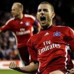 Mladen Petric celebra una diana con el Hamburgo