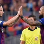 La decisión a cara o cruz del Barcelona con Rakitic y Vidal / Twitter