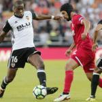 Jugadores del Sevilla y del Valencia. Foto: Marca.com