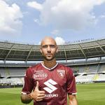 Simone Zaza posando con la camiseta del Torino. Foto: TorinoFC