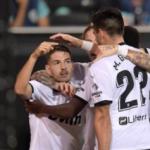 """""""El Valencia responde a Peter Lim en el campo. Foto: Getty Images"""""""