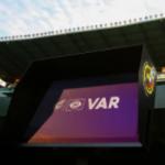 """""""El VAR vuelve a ser el protagonista del partido. Foto: Getty Images"""""""