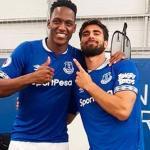 Mina y Gomes / Everton.