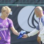 El motivo por el que Zidane le puso la cruz a Odegaard. Foto: AS
